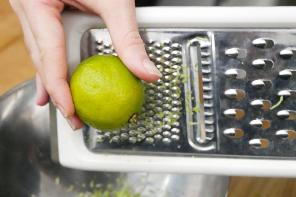 Râper le citron vert