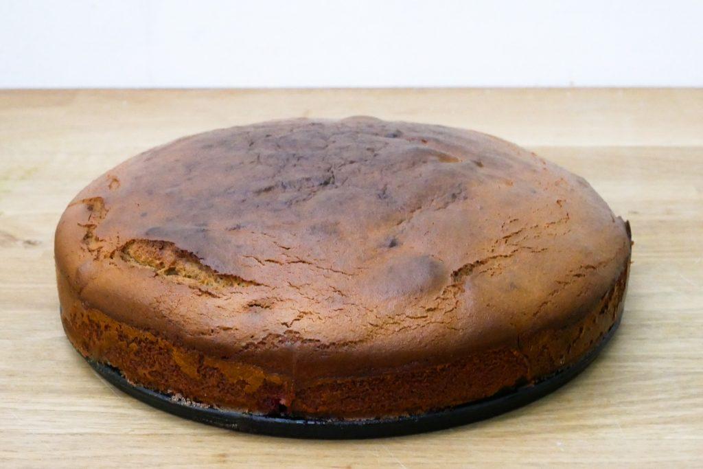 Démouler et retourner le gâteau